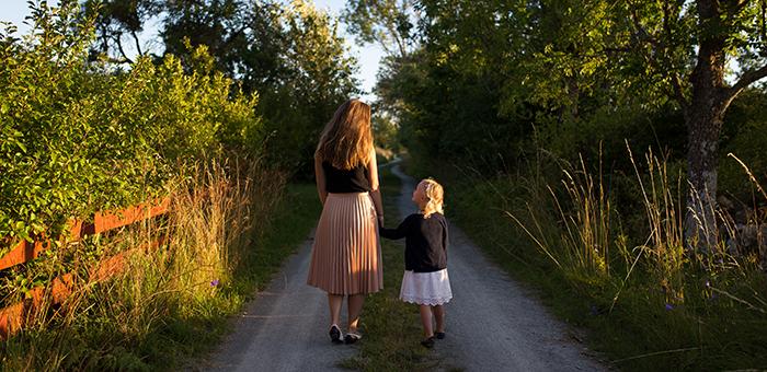 child-walk-talk